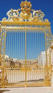 Versalhes, é um palácio que podemos chamar um palácio encantado, a tal ponto os ajustes da arte secundaram os cuidados que a natureza tomou para torná-lo perfeito. Apaixonei..